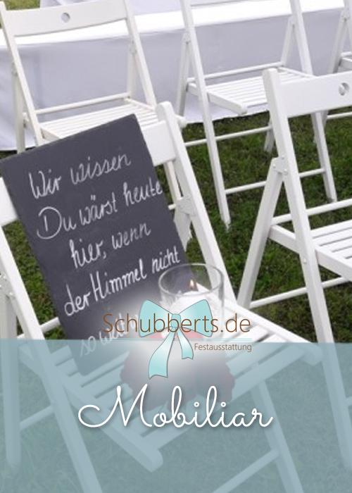 weiße Holzstühle für freie Trauung